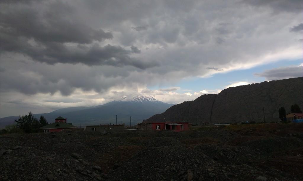 Ararat pod mrakom