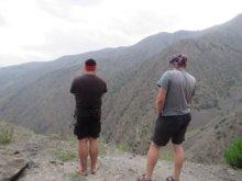 Bobor s Fabom obdivujú tadźické hory